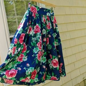 Dresses & Skirts - Pinup Floral Swing Circle Vintage Skirt w/pockets!